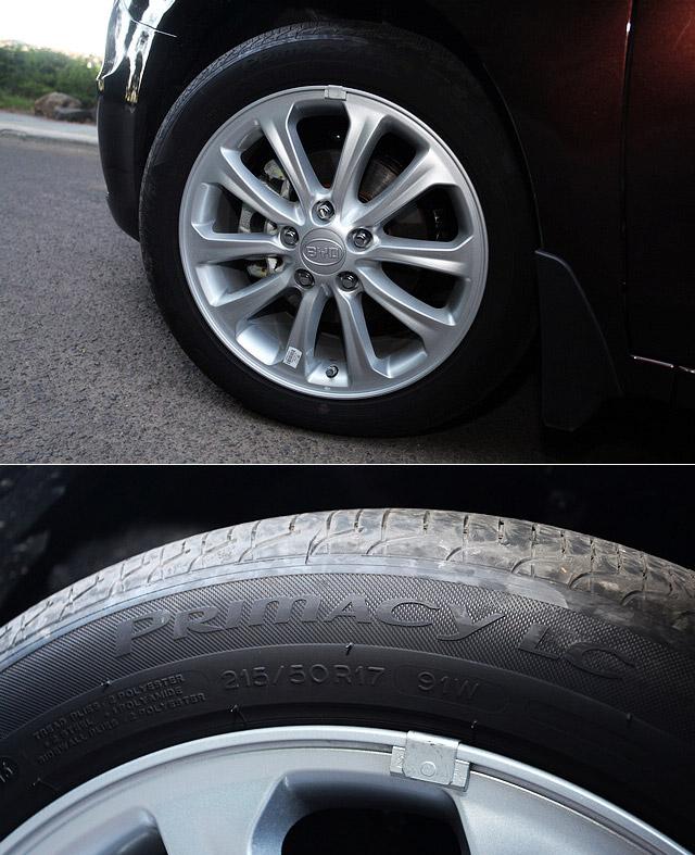 思锐1.5TID采用17寸十幅式铝合金轮圈,配胎为市售价千元一条的米其林博悦Primacy LC,注重静音与节能,这样的搭配也算得上是十分慷慨了。