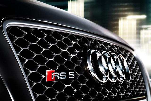 "RS两个字母,实际上是德语""RennSport""的缩写,字面上翻译过来便是""赛车运动版"",定位比起代表""Sport""的S系列更为尊崇。"