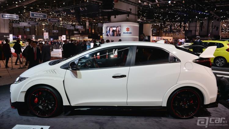 迈凯伦会祭出什么车型以对抗保时捷911呢?法拉利会推出怎样的后继车型以接替458呢?14万英镑的宾利牌SUV又是否合你口味?哦对了,还有小巧可爱浑身劲的228马力的MINI JCW呢。好车何其多啊! 那么下面就来盘点2015年最值得期待的十款车型。(排名不分先后) 迈凯轮Sports系列 内部代号为P13的双座Sports系列将会是迈凯伦最实惠的车型,只需650S二分之三的价钱(大概为13万英镑,位于保时捷911 Turbo与911 TurboS之间),就能享受到正宗迈凯伦的英式跑车风味。  所搭载之发